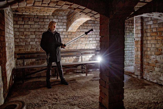 Kees Hesselmans in de schuilkelder in Loon op Zand