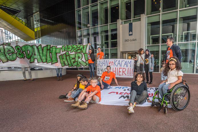 Layan (13) en Karam (12) deden vorige week mee aan een demonstratie in Den Haag tegen hun uitzetting.