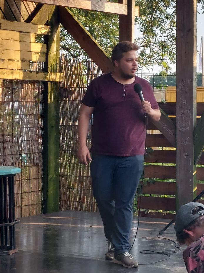 Comedy in Bar Bricolage - Mc Stijn Verdegem neemt de honneurs waar.
