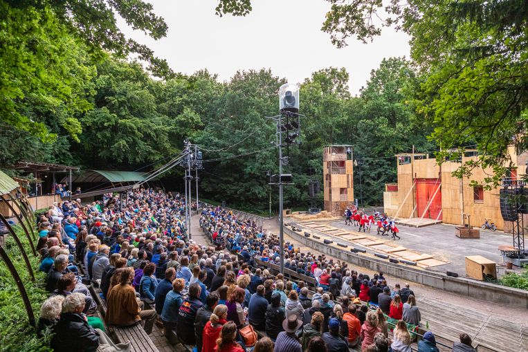 De Warme Winkel speelt in de zomer van 2019 De drie musketiers in het Amsterdamse Bostheater. Beeld Chiel Eijt