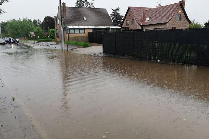 Stichelendries in Oordegem kwam opnieuw onder water te staan.