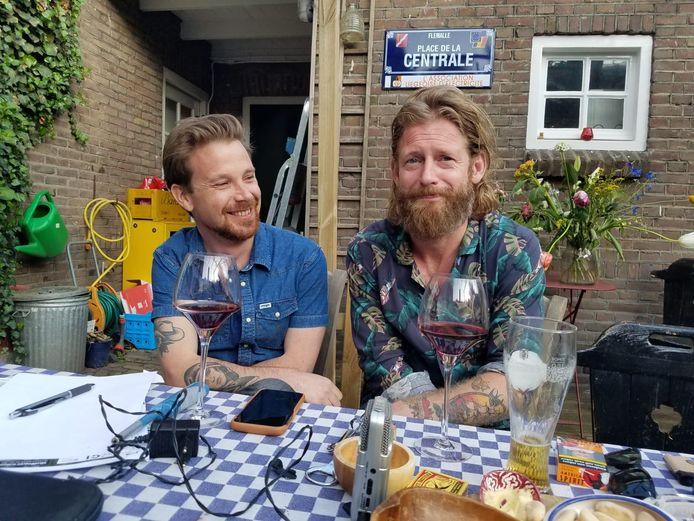 Joris Heynen (links) en Björn van der Doelen maken de Val allemaal maar Kapodcast.
