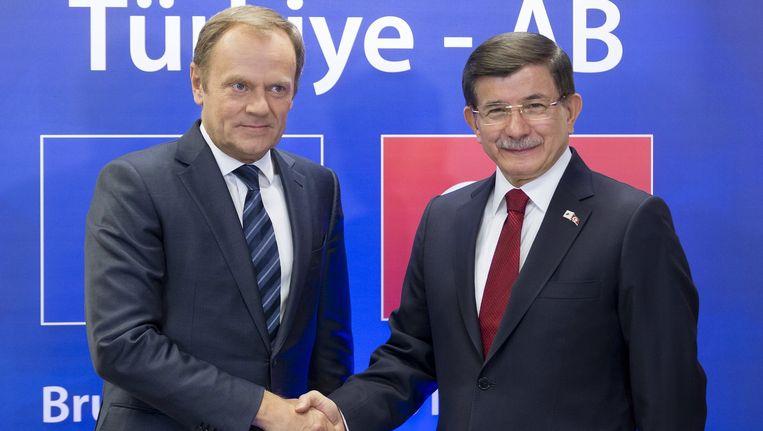 De Turkse premier Ahmet Davutolgu (rechts) en de president van de Europese Unie Donald Tusk. Beeld reuters