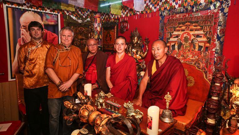 Giel bezocht samen met enkele boeddhistische monniken de meditatieruimte van Filiep en zoon Bart Vandelanotte in Wevelgem.