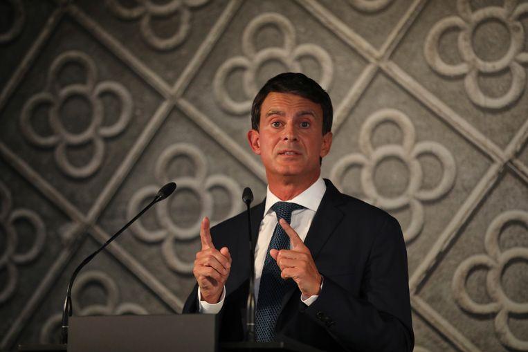 Manuel Valls tijdens zijn persconferentie vanavond  in Barcelona, de stad waar hij volgend jaar burgemeester hoopt te worden. Beeld AP