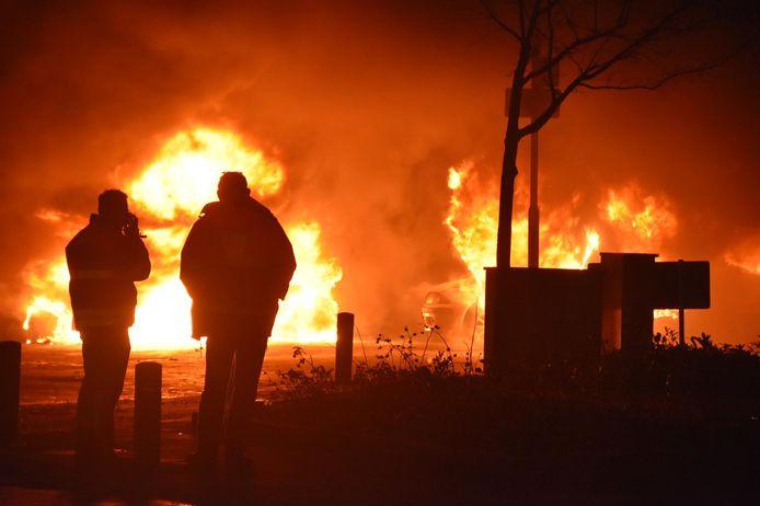Autobranden in Veen.