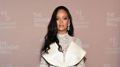 """Rihanna maakte gebruik van openbaar toilet en dat verliep niet zoals verwacht: """"Ik heb nog nooit zulke geluiden uit een lichaam horen komen"""""""