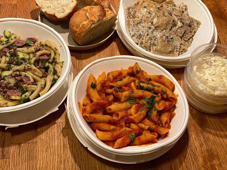 Caserecce con salsiccia e zucchine, penne all'arrabbiata en ravioli al tartufo. Beeld Monique van Loon