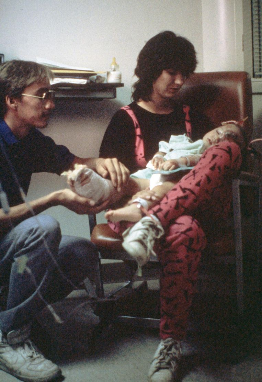 Jessica met haar ouders in het ziekenhuis.