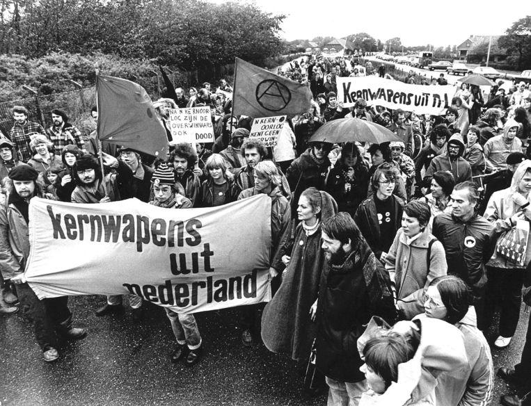 Demonstratie tegen kernwapens in 1978 bij Marine Vliegkamp Valkenburg. De weerzin onder de Nederlandse bevolking tegen nucleaire bewapening is nog steeds groot, maar de regering houdt zich afzijdig bij een nieuw initiatief. Beeld ANP