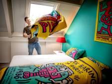 Hein van Houten heeft een Art House; zelf houdt hij atelier in zijn B&B