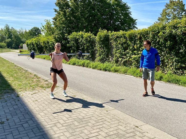 Beachvolleybalster Sarah Cools aan het werk bij personal trainer Tim Van Hemeldonck.