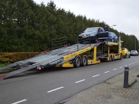Tientallen gestolen busjes gestript: inval in Steenwijk en drie leden No Surrender opgepakt