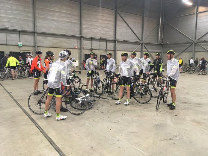 De eerste fietsers verzamelen al voor de Ride for the Roses.
