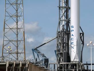 Dragon-raket maakt harde landing op platform in oceaan