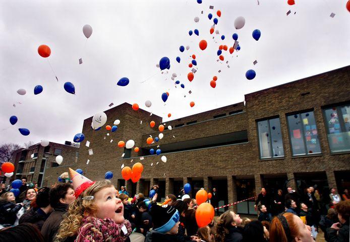 Leerlingen van D'n Bogerd bij de opening van de nieuwe school.