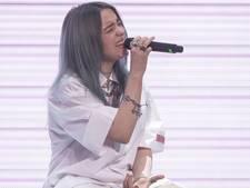 Geblesseerd tieneridool Billie Eilish (17) wordt zaal in gedragen voor intiem concert bij 3FM