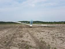 Zweefvliegtuig maakt noodlanding op akker langs N57
