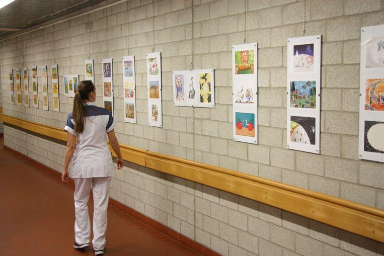 De cartoons van de Olense Kartoenale pronken weer in het UZ Leuven.