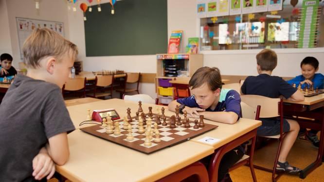 """Opperste concentratie bij NK schaken voor jeugd in Best: ,,Vooruit denken en trucjes toepassen om je tegenstander te verslaan"""""""