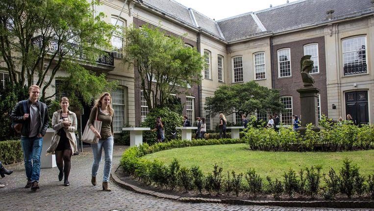 Oudemanhuispoort valt vanaf nu onder het Universiteitskwartier. Beeld Floris Lok
