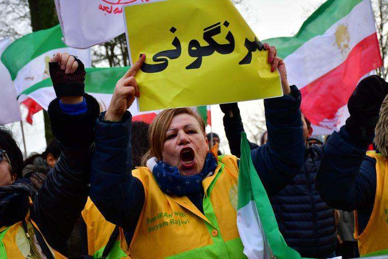 Een protest voor de Iraanse ambassade in Den Haag, op initiatief van de Vereniging van Iraanse Academici in Nederland. Beeld ANP