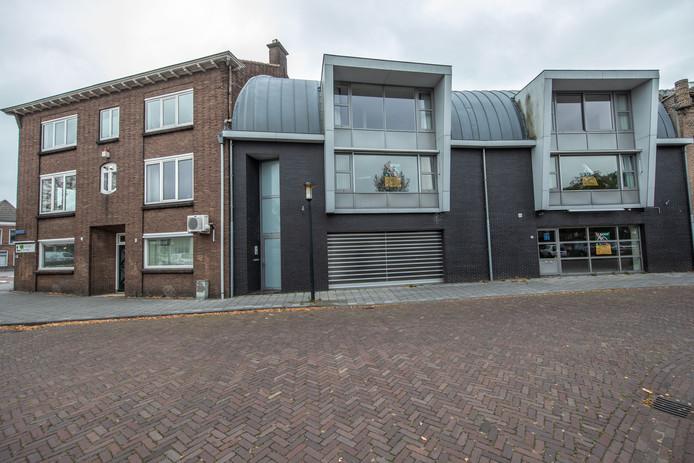 Van Nie wil twaalf appartementen realiseren in de panden met de grijze gevels.