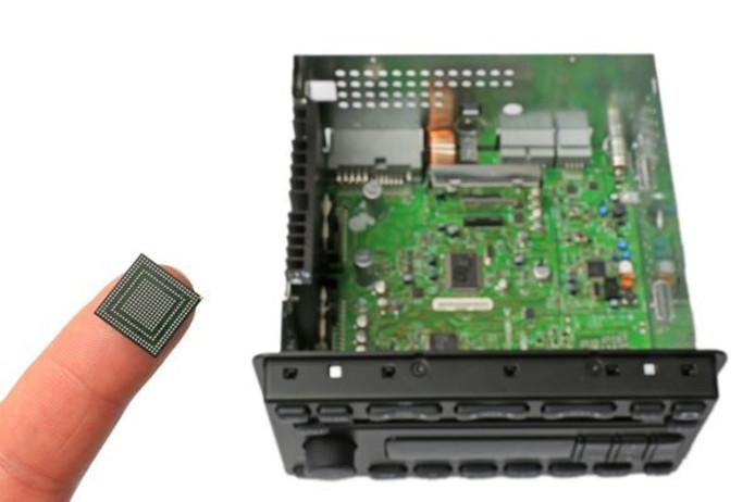 NXP presenteert op de CES een chip voor in de auto die een hele printplaat vervangt.
