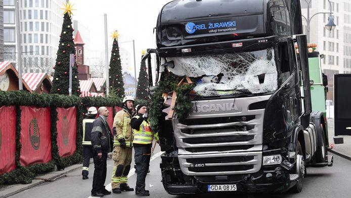 Berlijn wordt op 19 december opgeschrikt door een aanslag op de kerstmarkt aan de Breitscheidplatz. Een vrachtwagen rijdt - met gedoofde lichten en aan 65 kilometer per uur - in op enkele bezoekers en kraampjes.