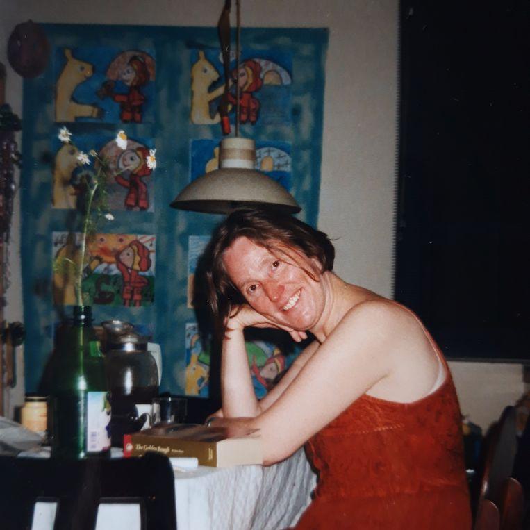 Marjan de Reus (35) met op de achtergrond eigen werk. Beeld Privécollectie