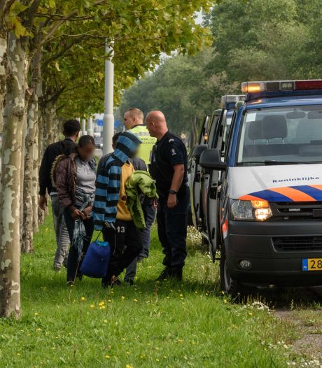 Meer migranten aangetroffen in haven Moerdijk: 'gelukstoeristen' proberen Engeland te bereiken