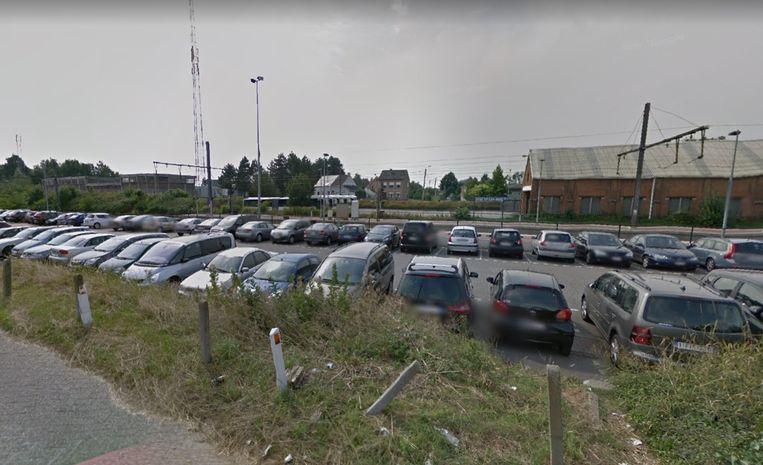 De grote parking aan het station van Heist