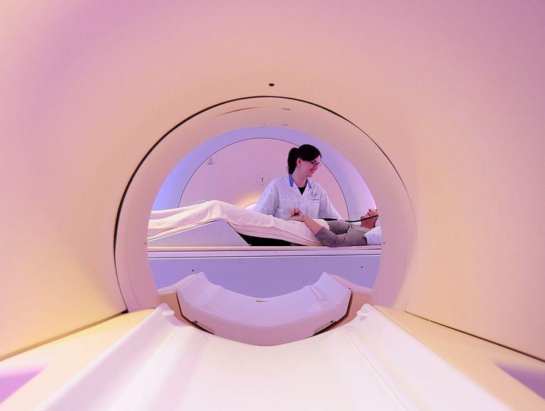 Een PET-MRI scanner. Met de scanner, die onder meer door Philips is ontwikkeld, kan sneller worden bepaald of een bepaald medicijn wel effectief is. Nederlandse bedrijven, zoals Philips, behoren tot de grootste patenthouders ter wereld. Beeld ANP