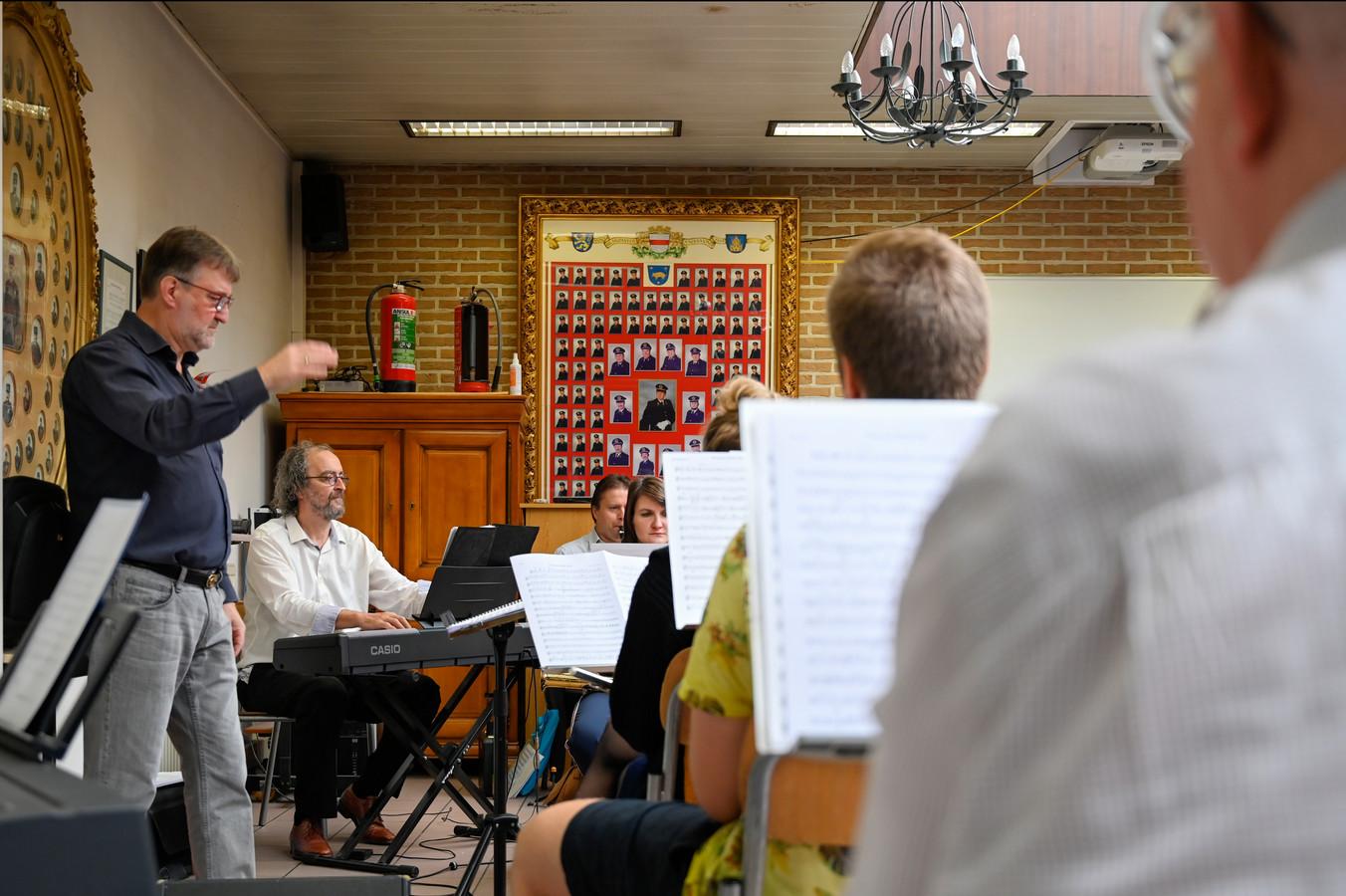 De Muziekkapel Brandweer krijgt versterking van stadsbeiaardier Marc Van Boven.