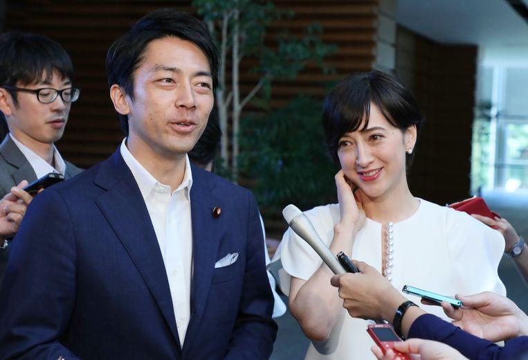 Shinjiro Koizumi met zijn vrouw en bekend Japans tv-anker, Christel Takigawa.