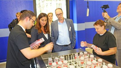 Eerste wasstraat voor herbruikbare bekers geopend: machine wast 8.000 bekers per uur