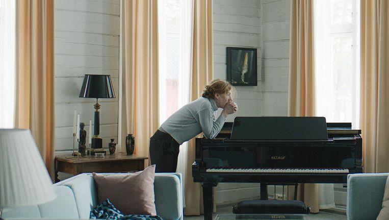 De film blijft Roos dicht op de huid zitten en benadrukt haar reacties op de wereld Beeld Verdwijnen