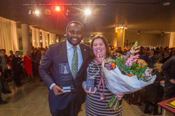Mpanzu Bamenga van D66 (links) keert terug in de gemeenteraad van Eindhoven. Hij vervangt Betty van Geel. In 2017 was Bamenga Talent van het Jaar in de verkiezing Raadslid van het Jaar. Die werk gewonnen door Saskia Lammers van GroenLinks (rechts).