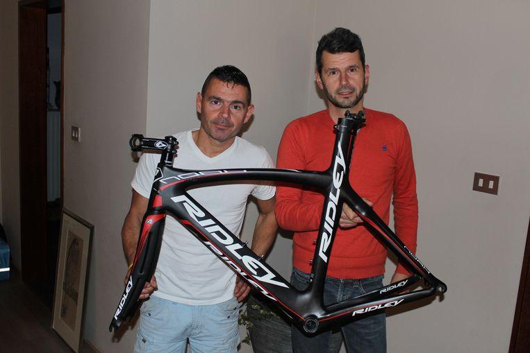 Ruben en Arne Pattyn met het fietskader.