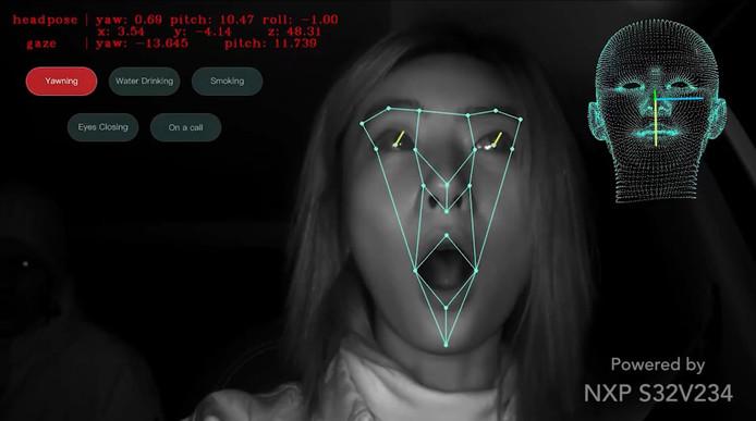 De software van Momenta in gebruik door NXP herkent het geeuwen en wegkijken van de chauffeur.