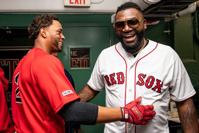 Red Sox'korte stop Xander Bogaerts (l) dolt met David 'Big Papi' Ortiz voor de wedstrijd tegen de Yankees.