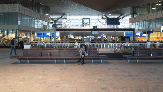Bosch bureau ontwerpt meubilair nieuw station rotterdam for Auto interieur reinigen rotterdam