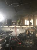 De ravage is enorm na de brand in de sportkantine van SCP in Puiflijk.