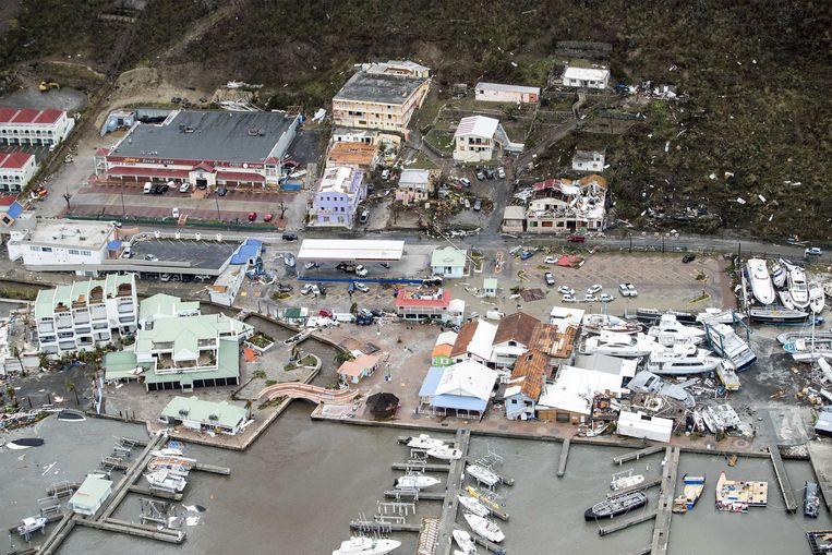 De Dominicaanse Republiek en Florida zetten zich schrap: de komende uren en dagen komt orkaan Irma er aan land. De voorbije 24 heeft die lelijk huisgehouden op enkele Caribische eilanden. Barbuda en Sint Maarten / Saint Martin zijn grotendeels verwoest, en er zijn ook verschillende doden gevallen. Deze luchtbeelden tonen de ravage. Beeld ANP Handouts