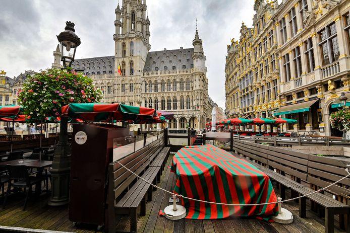 Een gesloten bar op de Brusselse Grote Markt.