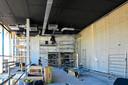 In werkelijke iedere ruimte op elke verdieping wordt door de mensen van de BVR Groep gewerkt. Zo ook op de eerste etage, waar het ventilatiesysteem wordt aangelegd.