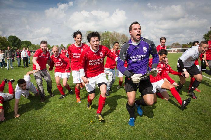 Rood Wit-middenvelder Jacky Chi (6) werd uitgeroepen tot beste speler van het afgelopen seizoen in het regionale amateurvoetbal.