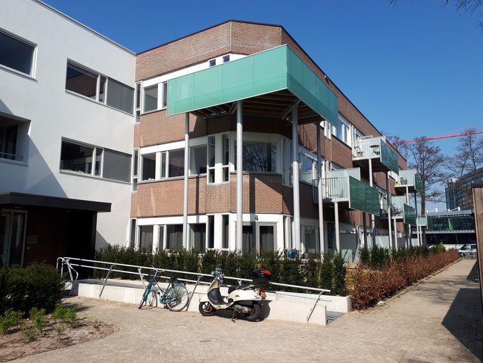 Het tot appartementencomplex omgebouwde kantoor aan de Larikslaan in Leusden.