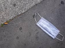 Handen vol aan nieuw soort zwerfafval: mondkapjes steeds vaker op straat en in de natuur te vinden
