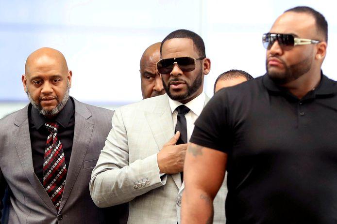 R. Kelly arriveert in de rechtbank van New York.